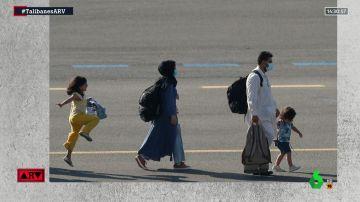 Imagen de familia afgana llegando a Bélgica