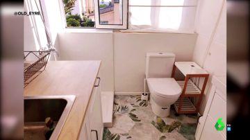 Un váter en plan cocina y otras indignantes ofertas de pisos