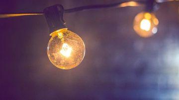 ¿Cómo podemos detectar si pagamos más por la luz de lo que deberíamos? El portavoz de la OCU responde