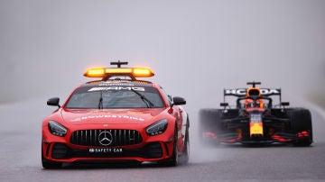 Max Verstappen, tras el coche de seguridad