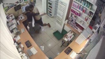 El farmacéutico apuñalado en Barcelona actuó contra el atracador porque temió por los clientes