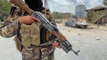 Un miembro de las fuerzas talibanes en Kabul a 30 de agosto de 2021