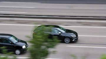 ¿Cuándo está permitido adelantar?: las excepciones de la DGT ante las señales de tráfico