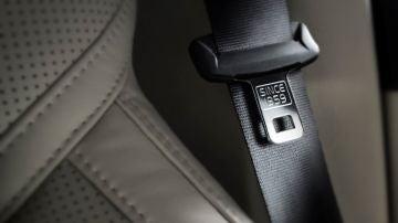 El peligro de no llevar cinturón de seguridad en las plazas posteriores