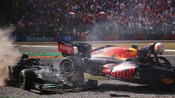 Verstappen y Hamilton, accidente en Italia