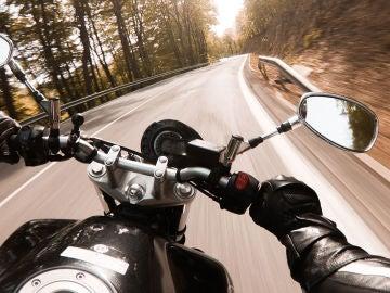 Apple no quiere que lleves el iPhone encima cuando vas en moto, ¿por qué?
