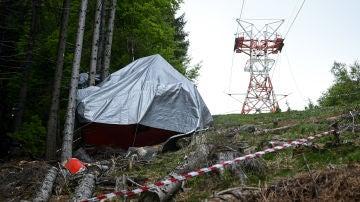 Imagen del teleférico caído que provocó la muerte de 14 personas en Italia