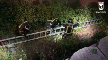 Rescatan a una niña que se cayó en un pozo de 8 metros de profundidad en Arganzuela (Madrid)