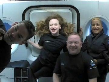 La SpaceX regresa a la Tierra con sus cuatro integrantes civiles tras tres días de viaje espacial
