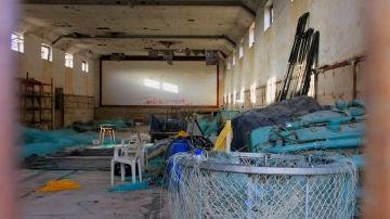 Antiguo cine del poblado de Sancti Petri, ahora almacén de redes