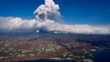 Vista desde un helicóptero del volcán de la isla de La Palma