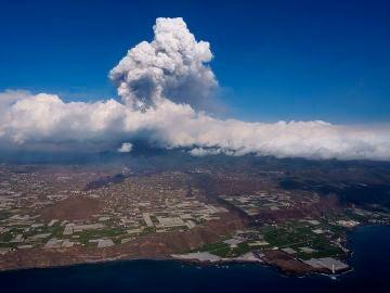 Una nueva boca eruptiva se abre en el volcan de La Palma