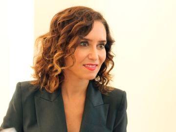 La presidenta de la Comunidad de Madrid, Isabel Díaz Ayuso durante la rueda de prensa que ofreció en un hotel de Manhattan