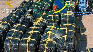 Imagen de la droga intervenida frente a las costas de Canarias