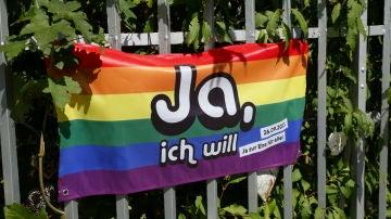 Una bandera a favor del matrimonio homosexual colgada en Bern (Suiza)