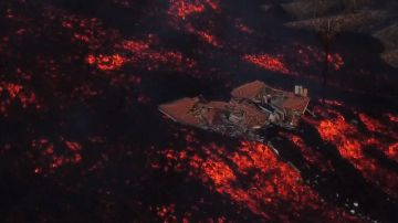 Imagen de un alojamiento rural destruido por la lava