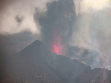 La ceniza cubre pueblos en La Palma dificultando el trasporte y destrozando plantaciones enteras