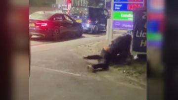 Peleas y robos de combustible en las gasolineras de Reino Unido por la escasez de abastecimiento