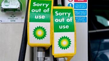 Un surtidor de gasolina, fuera de servicio en Reino Unido