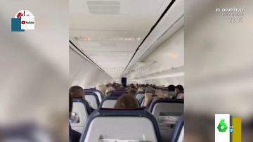 El impactante vídeo de las violentas turbulencias de un avión tras sufrir el impacto de un rayo