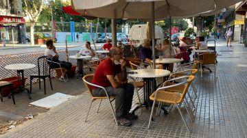 Una terraza de un bar de la Calle Aragón de Palma.