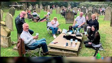 Un cura británico organiza un 'botellón' de cuatro días en un cementerio