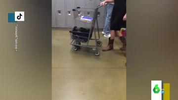 Un instituto de EEUU prohíbe las mochilas tras descubrir que una alumna llevaba un arma en la suya