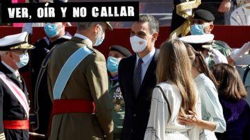 Los reyes conversan con el presidente del Gobierno, Pedro Sánchez