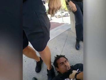 Nuevo caso de brutalidad policial en EEUU: un agente pisotea salvajemente a un hombre negro esposado