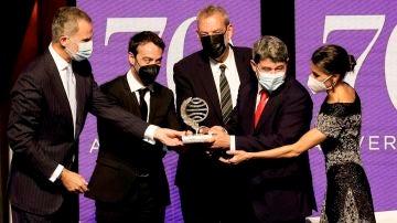 El Planeta 2021 premia a 'La Bestia' de Carmen Mola y revela los tres hombres que hay detrás del pseudónimo