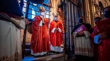 El arzobispo de Toledo, Francisco Cerro, oficia una eucaristía
