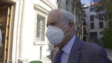 """Vargas Llosa asegura que la documentación de los Pandora Papers es """"falsa"""" a pesar de que aparece su firma y su pasaporte"""
