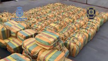 La Policía interviene en el Atlántico 5.200 kilos de cocaína, la mayor incautación de esta droga hasta ahora