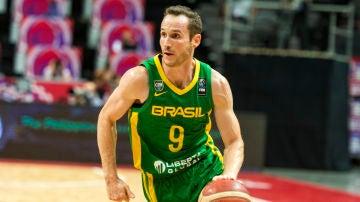 El jugador de baloncesto, Marcelinho Huertas.
