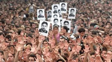 Manifestación en 1997 en Madrid en protesta por el asesinato de Miguel Angel Blanco