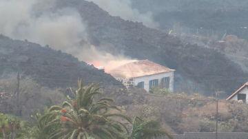 Vivienda engullida por la lava en Morro Cabrito
