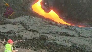 Acceden por primera vez a la fisura del volcán de La Palma