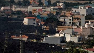 La colada norte del volcán avanza por La Laguna, sepultando todo a su paso