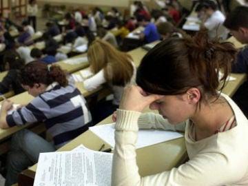 Imagen de archivo de alumnos en un aula