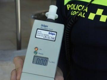 Máquina que mide la tasa de alcoholemia
