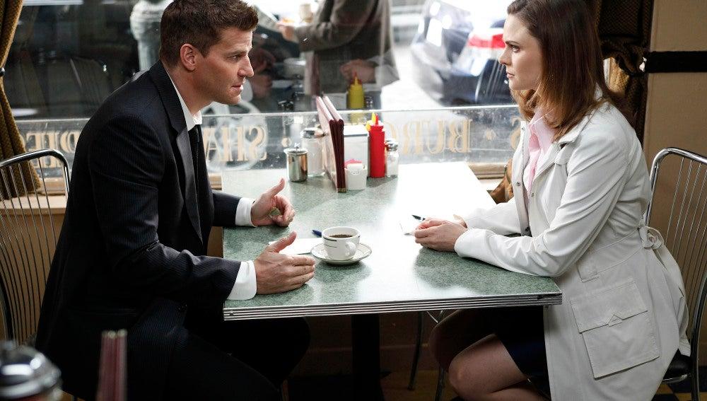 Booth y Brennan aprovechan hasta el café