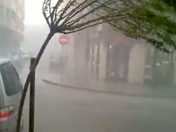 Una tormenta en Huesca arrasa con tejados, árboles y vehículos (Archivo)