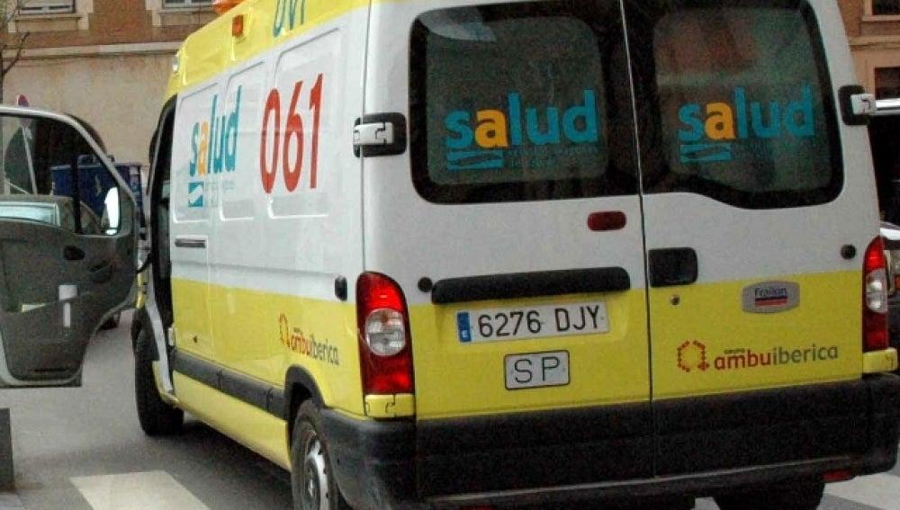 Imagen de archivo de una ambulancia en Alicante