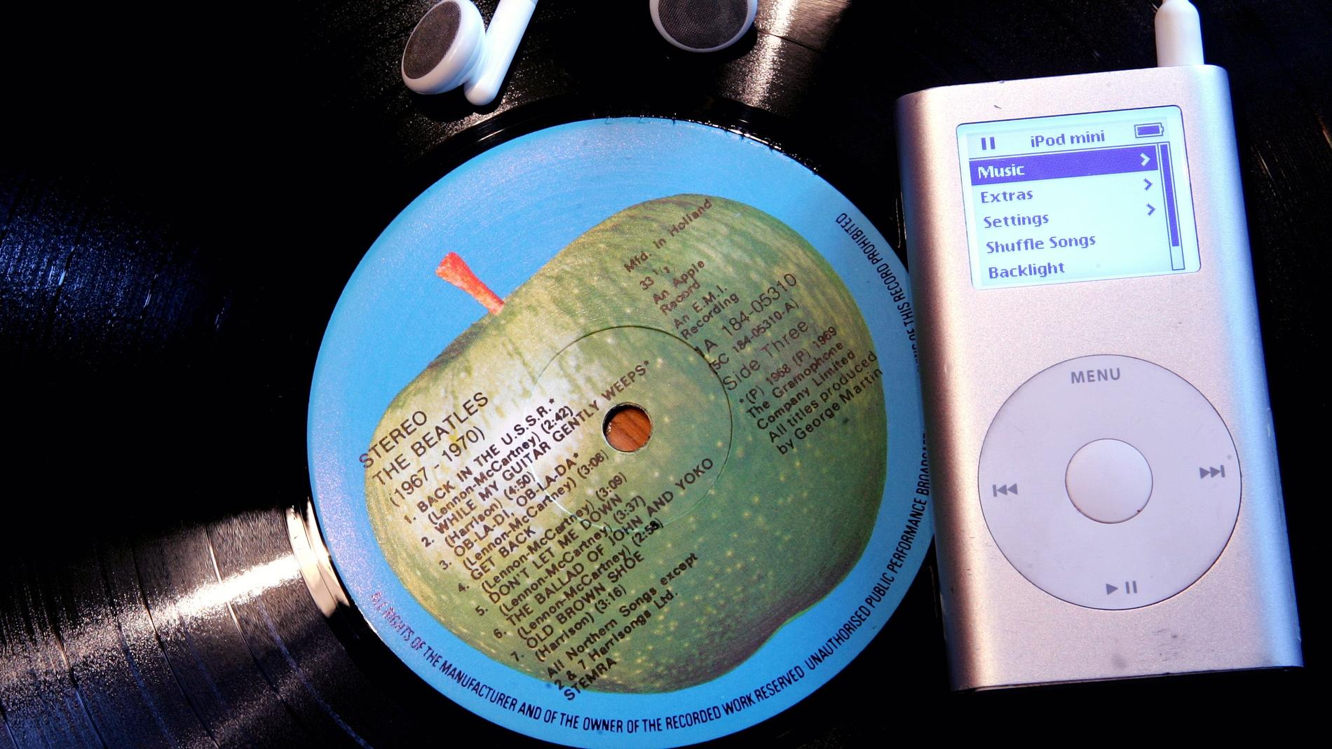 La descarga de música online somete al CD