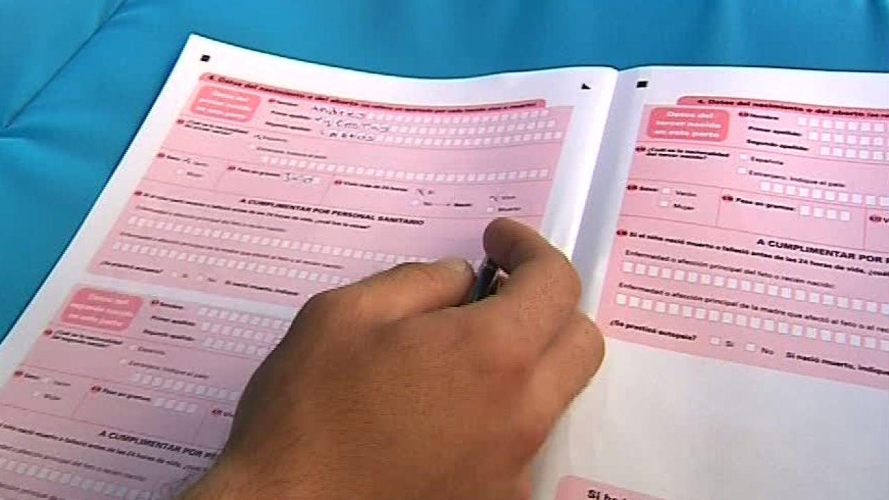 Un juez decidirá el orden de los apellidos en el caso de desacuerdo entre los padres