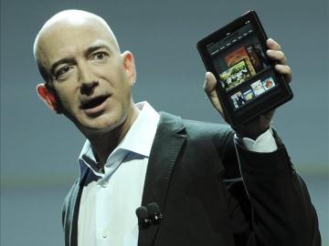 El fundador y consejero delegado de la tienda por internet Amazon, Jeff Bezos, presenta la nueva tableta.