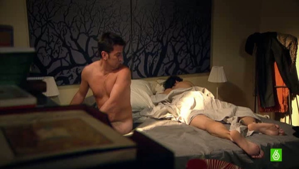 ¿Por qué hay un hombre en mi cama? ¿Qué pasó anoche?