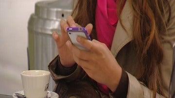 Usuaria de teléfono móvil