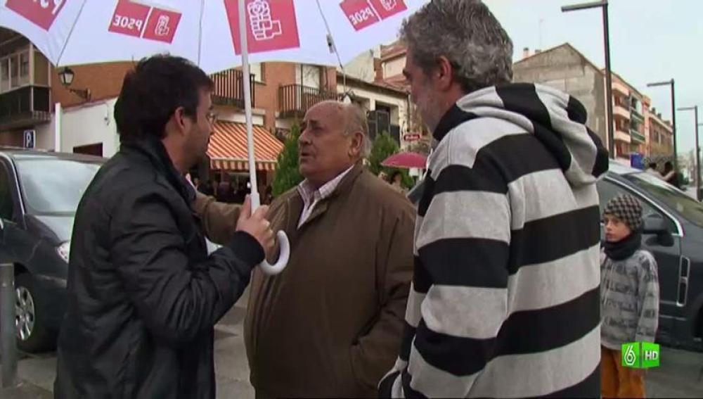 Imagen Paseando con M.A Rodríguez bajo un paraguas del PSOE