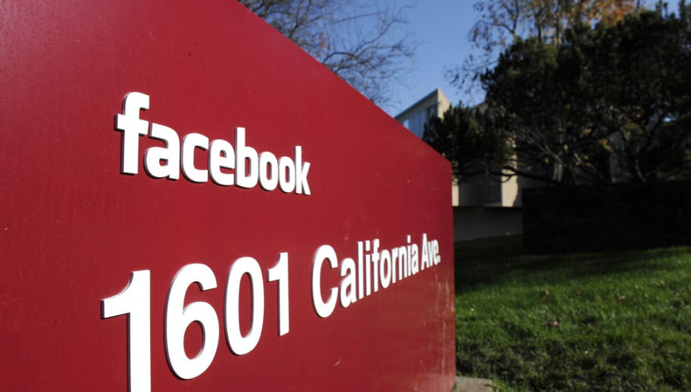 Alerta por paquete peligroso en sede de Facebook